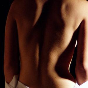 Эпиляция воском области спины
